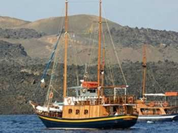 Private Boat (Wooden Boat-Caique) Excursions in Santorini  #greece #greekislands #excursion #thingstodo #justbookexcursions #santorini