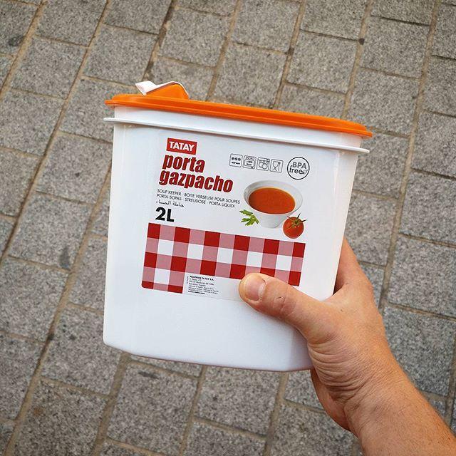 Kit de supervivencia.🔥 #gazpacho #atodashoras #quecalor #verano #tomate #spanishfood #cocinar #cuisiner #cooking #kitchentools #menaje #utensiliosdecocina #ustensilesdecuisine #huesca #tatay #lakitchen  Yummery - best recipes. Follow Us! #kitchentools #kitchen