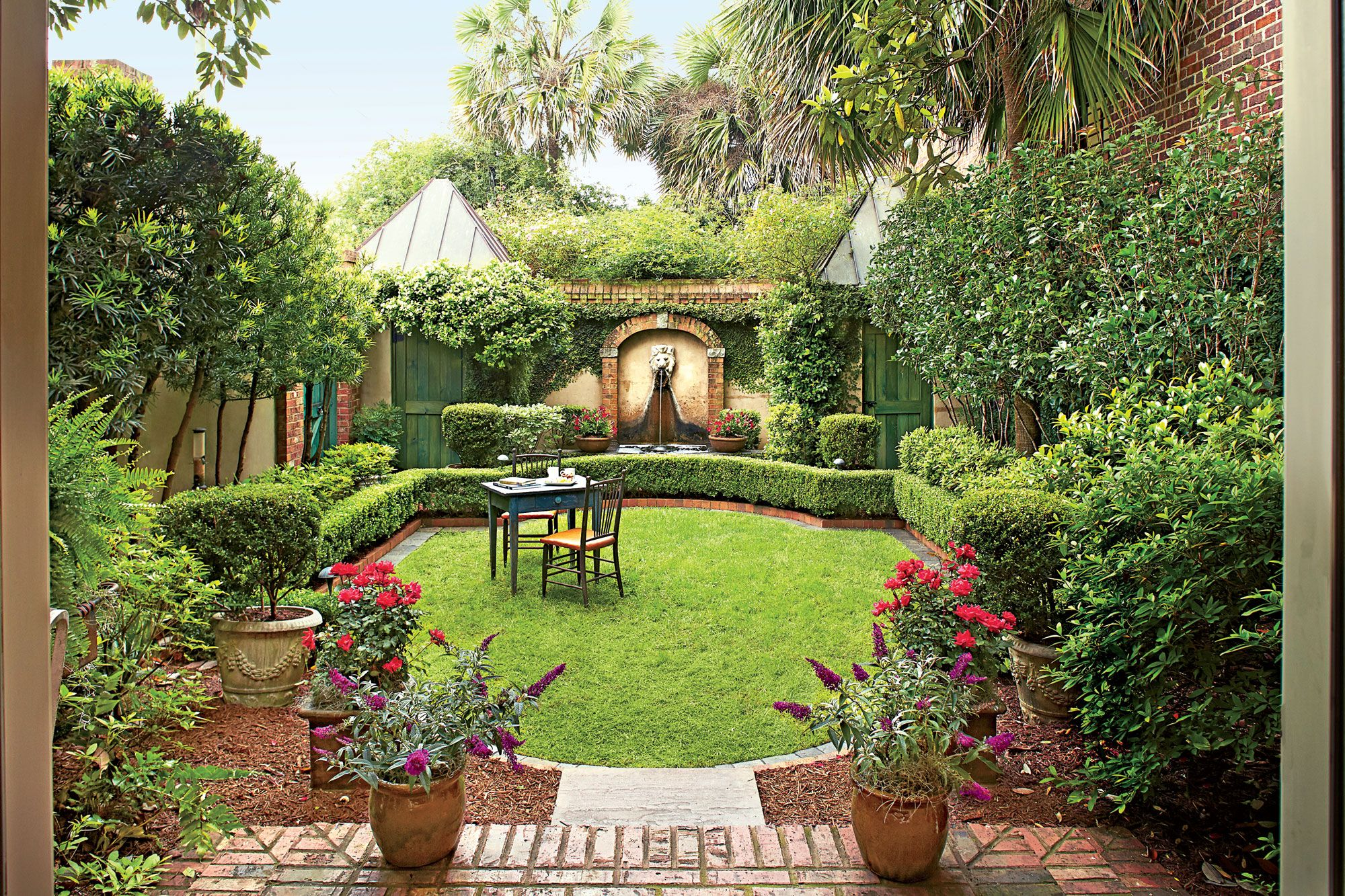 Virginia English Country Garden is part of English Courtyard garden - This romantic Virginia garden is inspired by English cottage style
