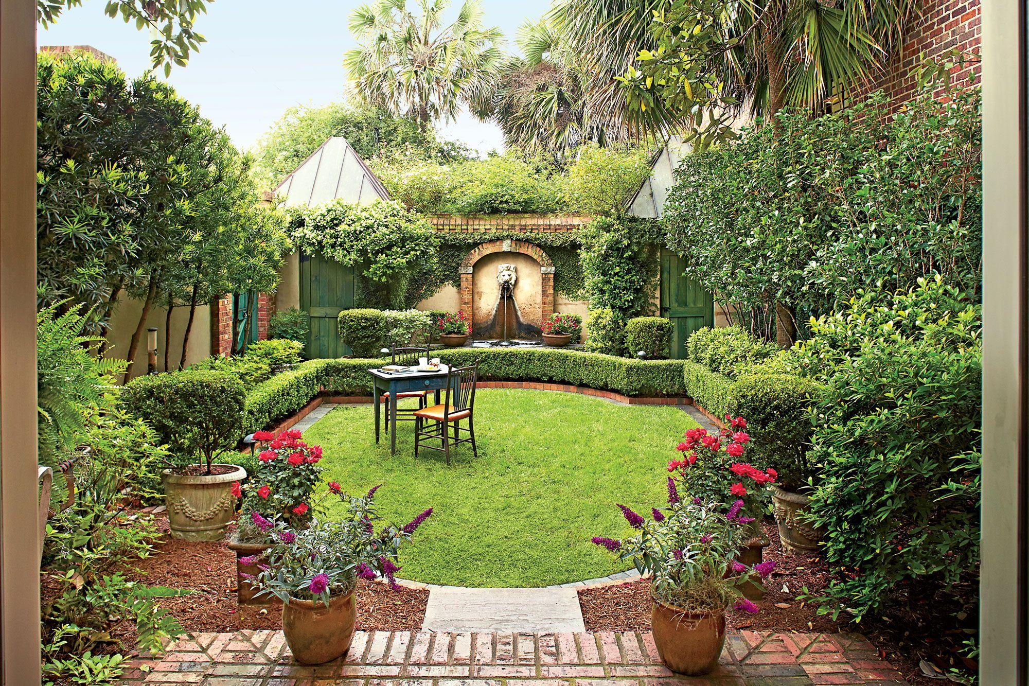 Virginia English Country Garden Small Courtyard Gardens 400 x 300