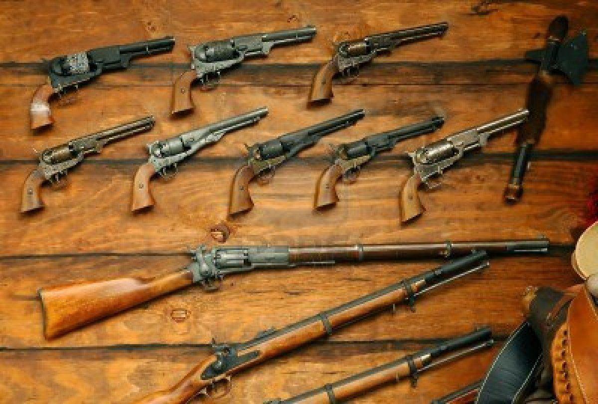 Double pistol handgun revolver gun display case cabinet rack shadowbox - Display Of Old West Guns And Rifles Stock Photo 876292
