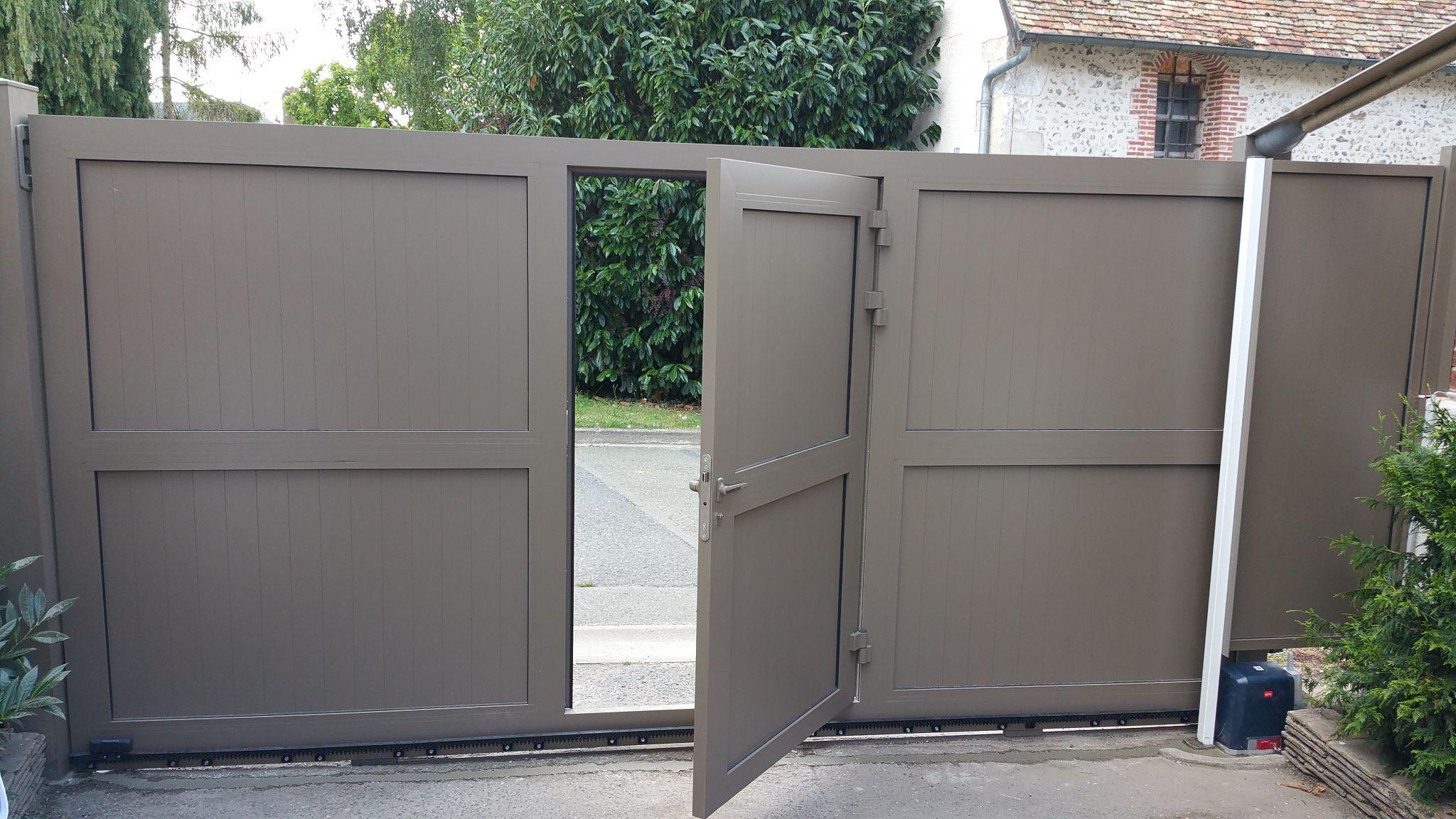 Portail Coulissant Avec Portillon Integre A2p Tuquet Portail Coulissant Portail Avec Portillon Integre Portail Exterieur