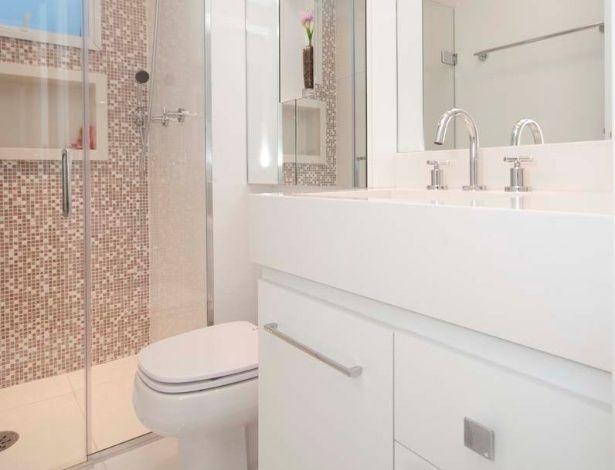 Banheiros pequenos ideias para decorar espaços reduzidos  BOL Fotos  Banhe -> Decoracao De Banheiro Pequeno De Casal