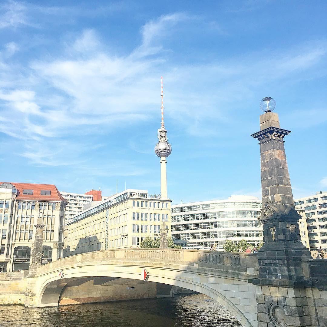In Welche Stadt Oder Welches Land Wurdet Ihr Sofort Ziehen Wenn Es Noch Deutschland Bleiben Soll Und Ich Aus Berlin Weg Musste Edinburgh Instagram Fernsehturm