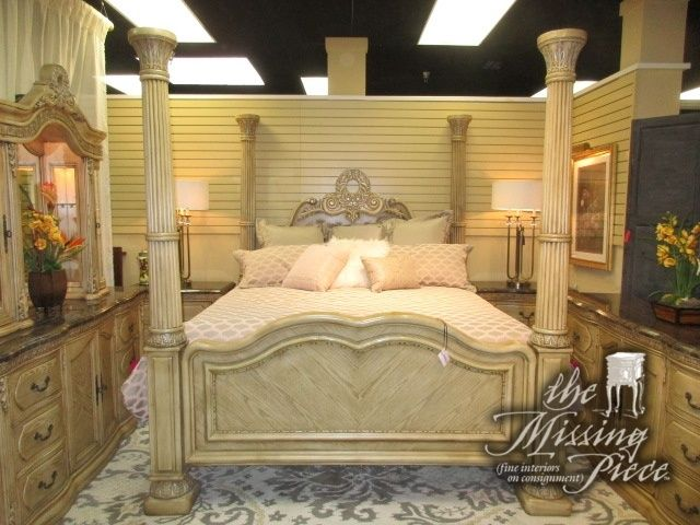 Collezione Europa Four Poster King Bed In A Light Finish Wow What A Statement Piece To Have In Your Master Suite At Posti Bed Matching Nightstands King Beds
