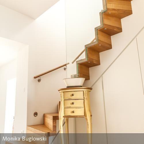 flur mit einbauschrank in der holztreppe holztreppe. Black Bedroom Furniture Sets. Home Design Ideas