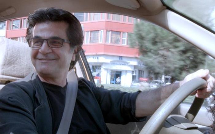 Taxi Tehran review - Jafar Panahi's politically-fuelled found footage tale is a ride worth taking http://goo.gl/kPXo37