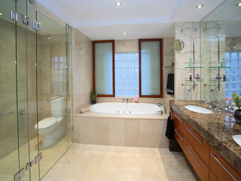 Modern bathroom design with built-in shelving using tiles - Bathroom Photo 409598