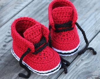 Crochet Shoes Pattern for Baby Boys Combat Boot por Inventorium