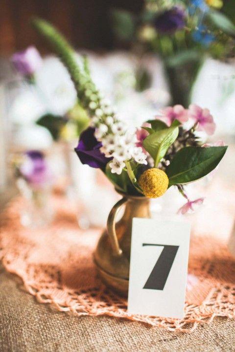 Rustikale Scheunenhochzeit mit Vintage-Chic   Hannah Lebershausen / Lebendige Fotografie http://www.hochzeitswahn.de/inspirationen/rustikale-scheunenhochzeit-mit-vintage-chic/ #vintage #wedding #decor
