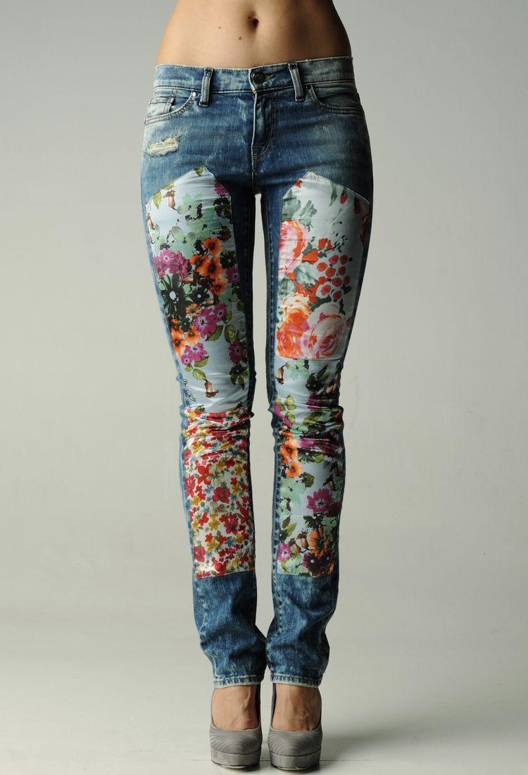 5bbcbfd3ce Transforma tus jeans colocando pedazos de tela.  tela  parches  DIY   proyecto