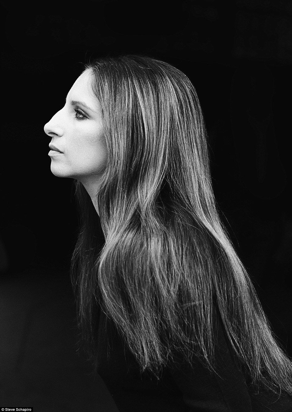 A Cool Customer The Stunning Collection Of Never Published Pictures From Legendary American Photographer Steve Schapiro Barbra Streisand Famous Faces Portrait