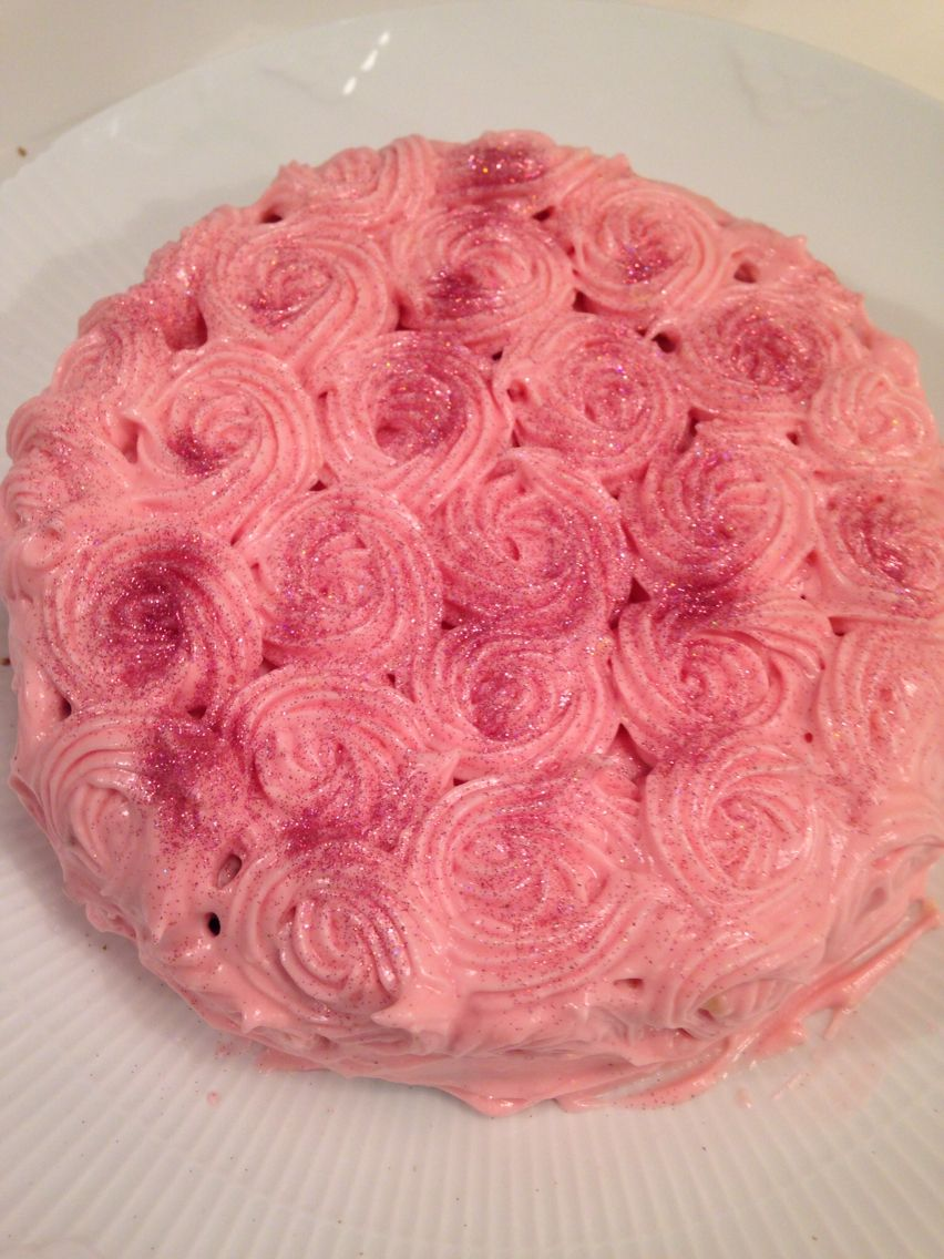 Gulerodslagkage Med Roser Cake With Roses Louise Pinterest Cake
