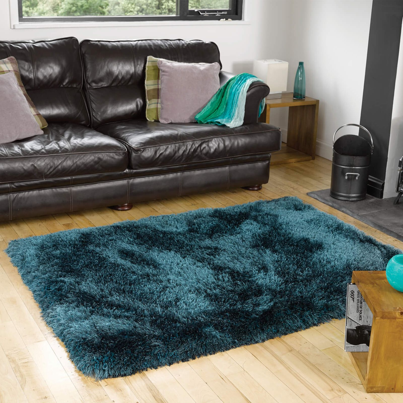 Experience The Feeling Of Luxury With The Richness Of The Pearl Shaggy Rugs The Incredibly Deep 8cm Shag Pile Means Toes Simply In 2020 Teal Rug Plain Rugs Floor Rugs