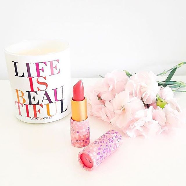 Tarte lippie, quote mug and flowers