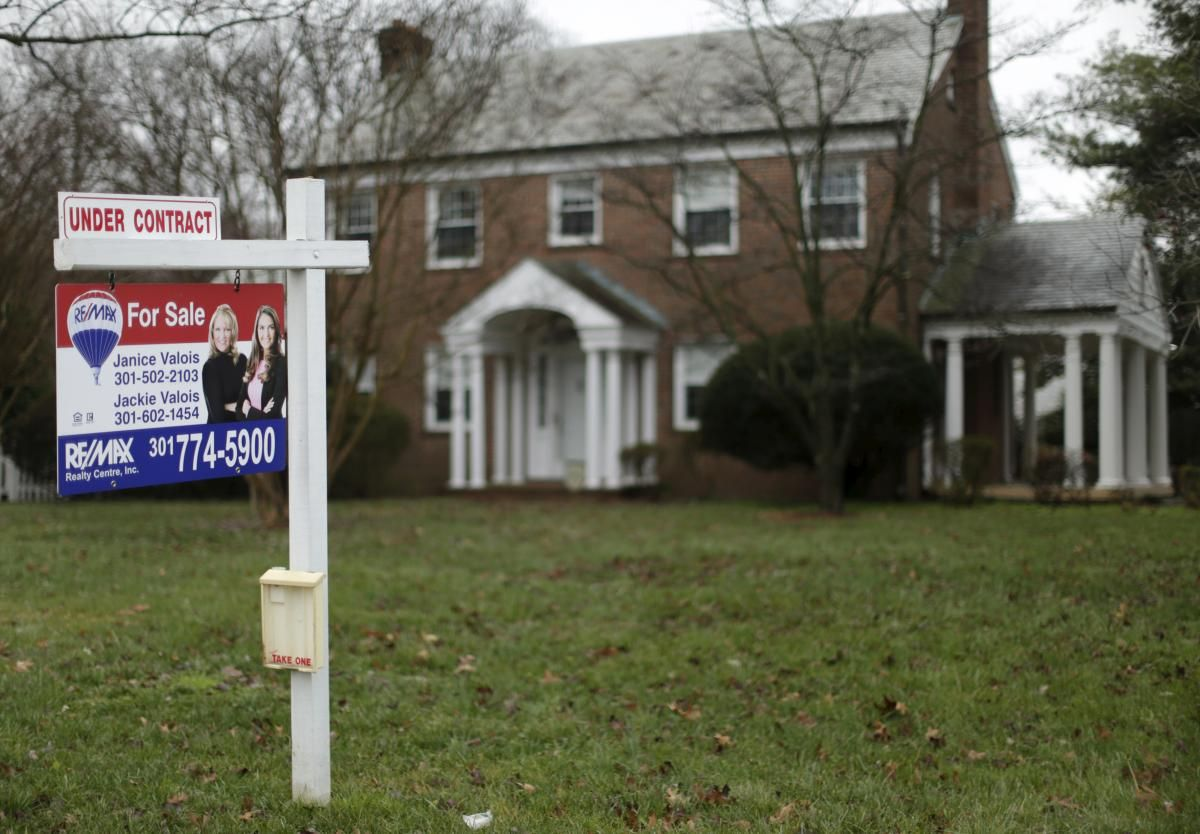 U.S. pending home sales fall unexpectedly in November ...