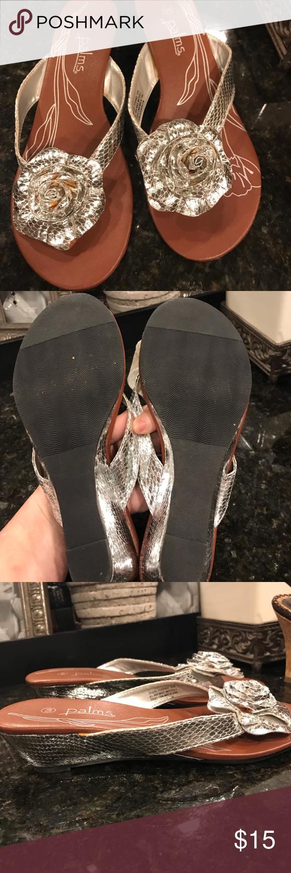 4d8c460e7bd318 PALMS shoe show wedge sandals Pre-owned silver DELILAH sandal wedges.  Center flower accent