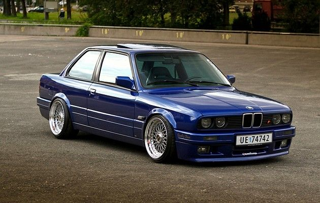 E30. Nice!! #Rvinyl & #BMW: A match made in heaven. Spend your time doing something useful this Thanksgiving like drooling over these pics.