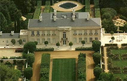 The Beverly Hillbillies The Actual Mansion Used For Filming The Show Is Located Not In Beverly Hills But In The A Mansions Hollywood Homes American Mansions