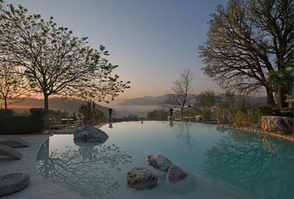 Luxurious Tuscan villa with enchanting gardens
