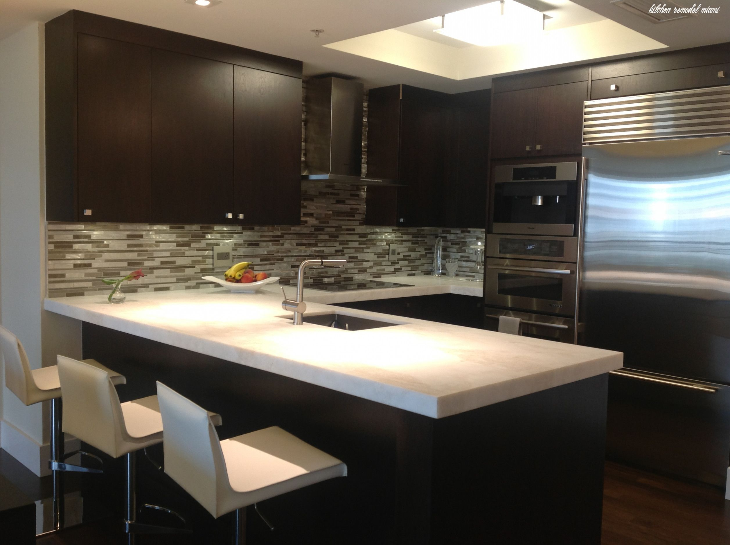 Kitchen Remodel Miami In 2020 Simple Kitchen Design Custom Kitchen Cabinets Design Luxury Kitchen Cabinets