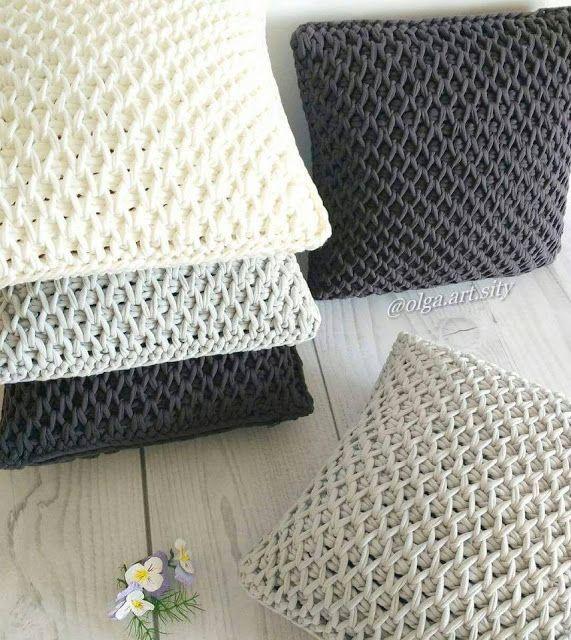 Almohadones tejidos con trapillo o totora en crochet tunecino | T ...
