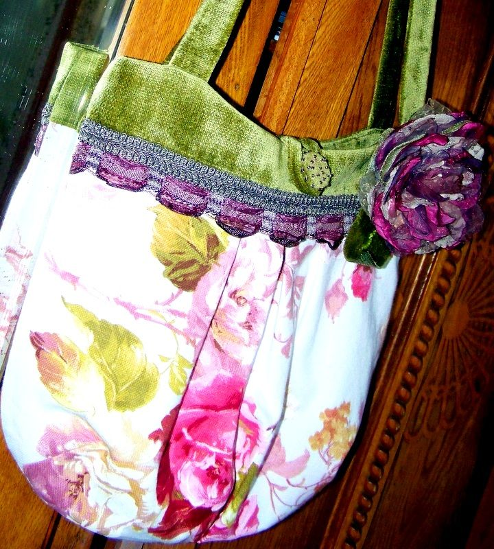 Rose print fabric bag with rose pin