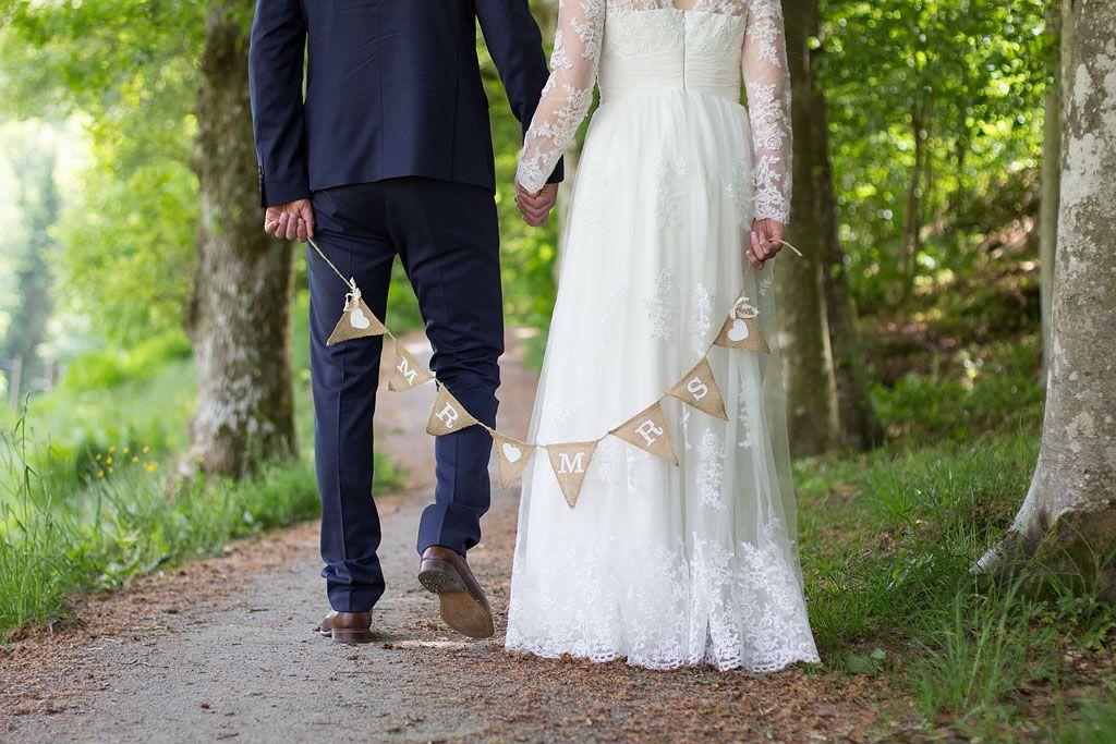 5a233a4f6463 bröllop bröllopsfoto borgerlig vigsel bröllopsklänning ...