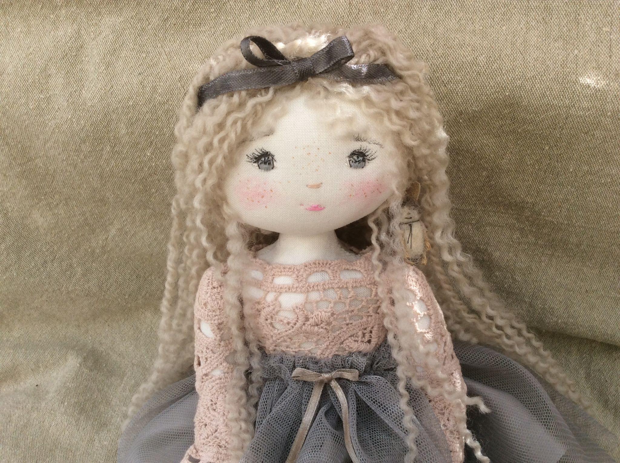 Doll toys images  Grisette un peu étonnée ce que lui raconte crapouillecm