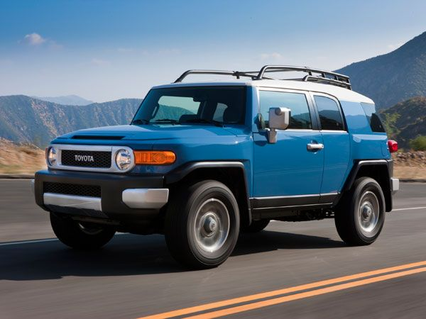 10 Discontinued Cars We Re Going To Miss Toyota Fj Cruiser
