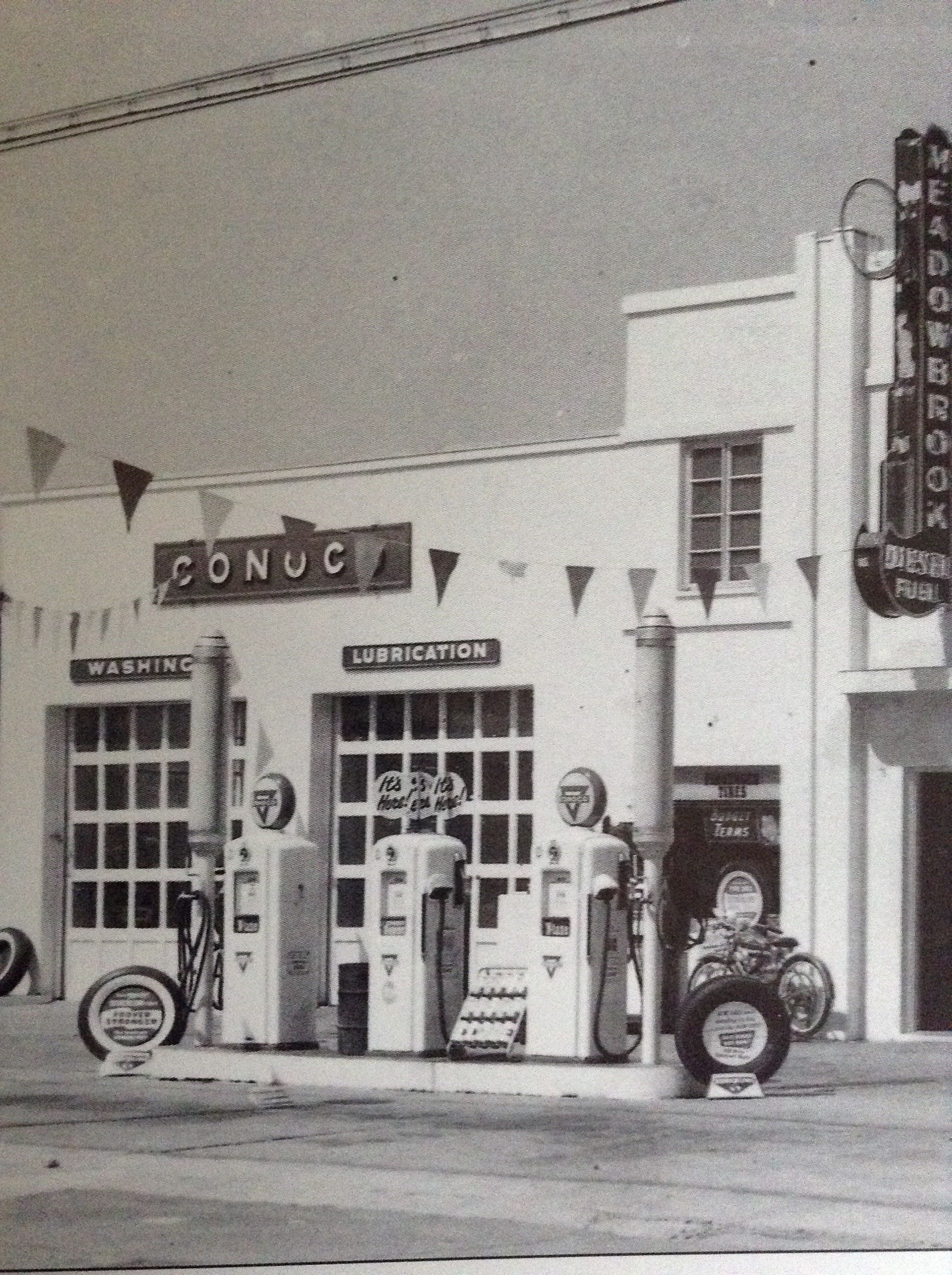 Conoco station 1950s | Old gas stations, Old gas pumps, Gas station