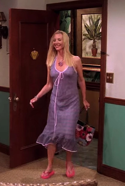 656 Outfits Phoebe Buffay Wore On Friends Fashion Paradoxes Phoebe Buffay Outfits Fashion Friends Fashion [ 1240 x 832 Pixel ]