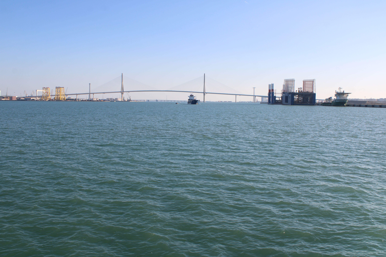 puente de la pepa de Cádiz desde el catamarán