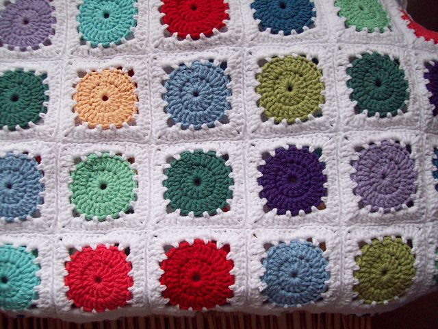 Ravelry: Project Gallery for Circle-in-a-Square Motif Pillow pattern ...