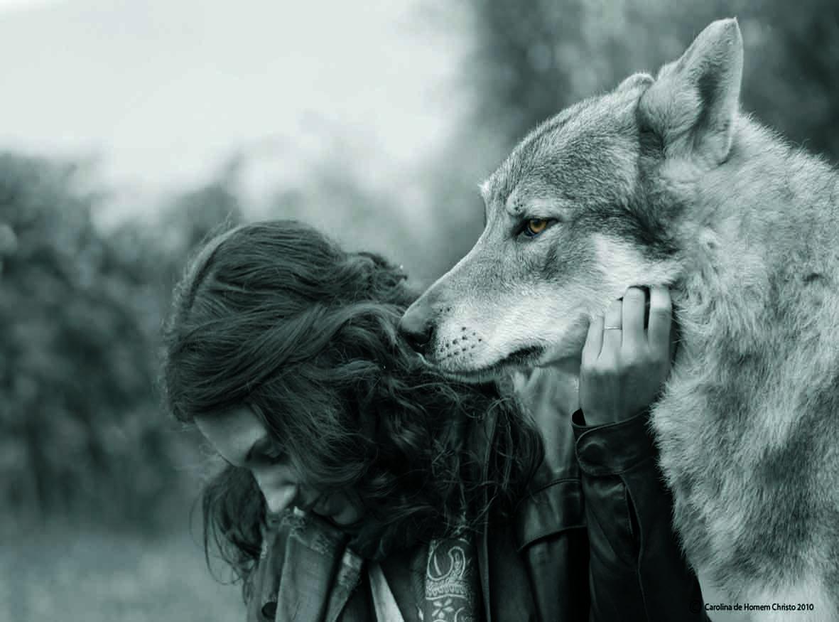 Pin en mujeres idias con lobos