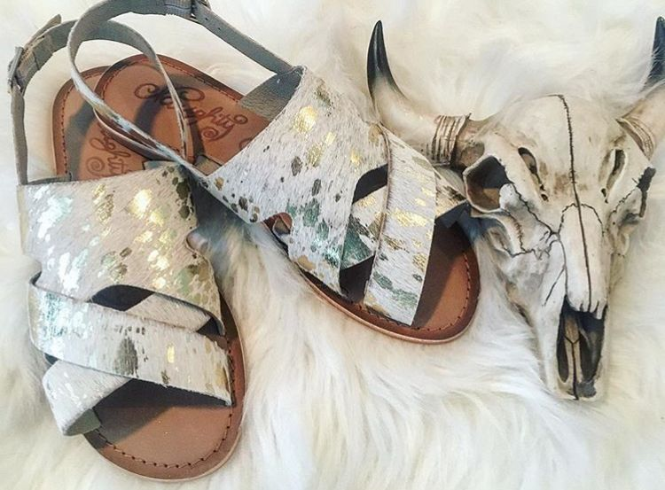 948fcdcfbae Faux cowhide sandals | Western in 2019 | Fashion, Sandals outfit ...