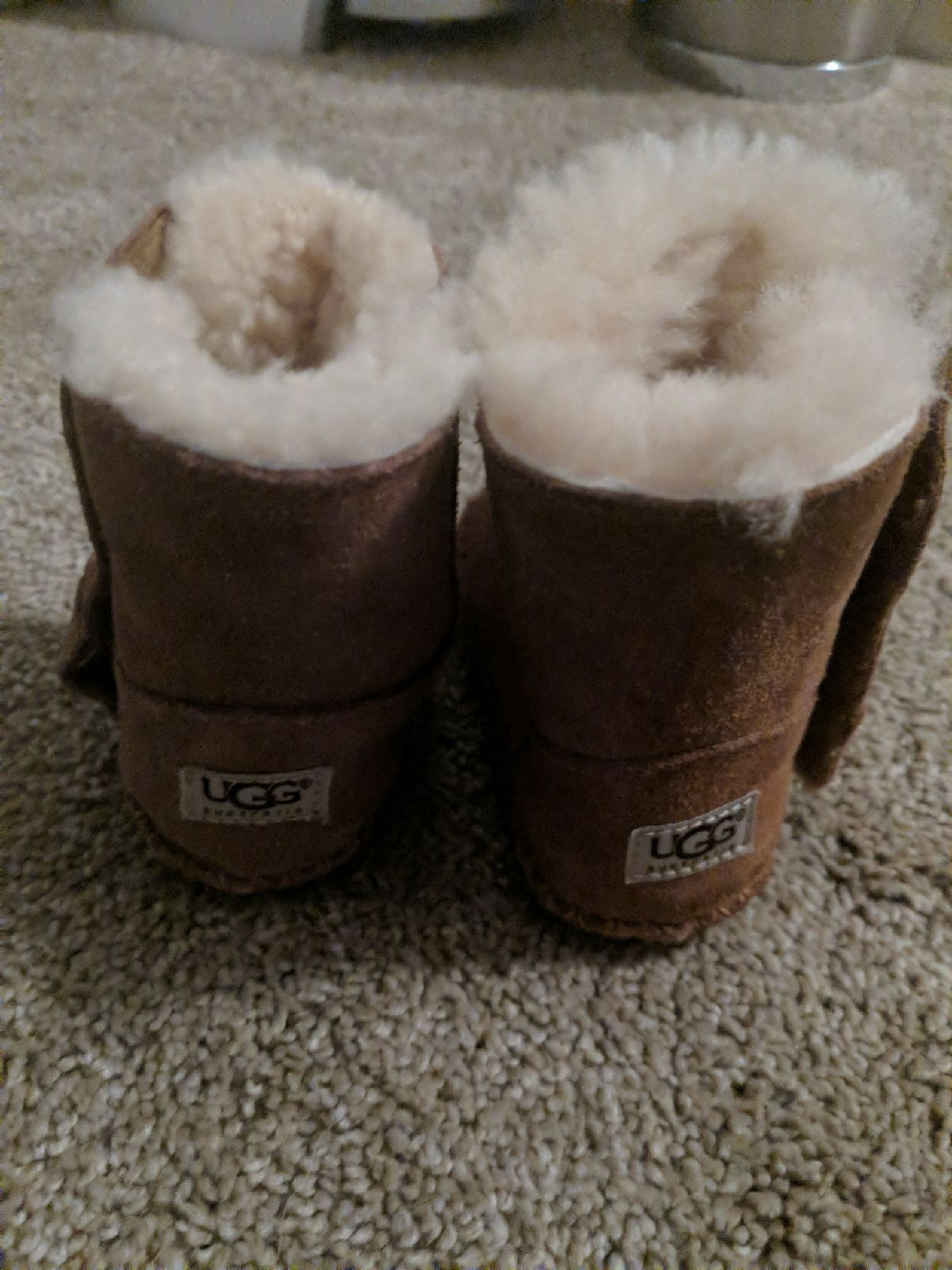 Size 2-3 infant Ugh boots very good