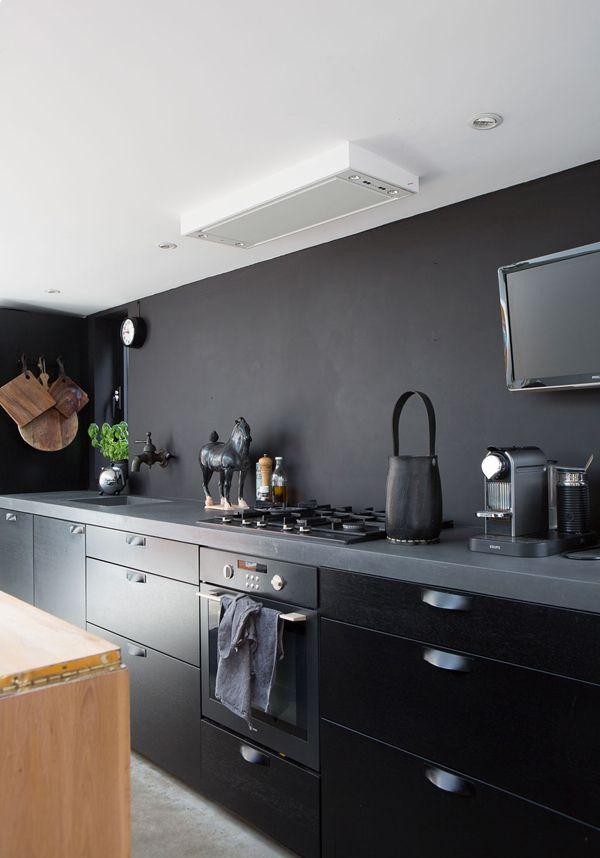 Cocina Negra Con Paredes Negras Y Techo Blanco Keukens Keuken