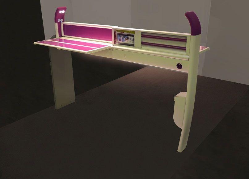 Table d'accessibilité (Table +) pour SMTC et SNCF -  Une nouvelle table pour les TGV plus pratique destinée à tous les voyageurs. Elle est dotée d'un élément de préhension sur les côtés pour aider à se relever, d'un bouton d'éclairage facile à manipuler et son épaisseur a été réduite afin de dégager un maximum d'espace pour les jambes. Le gain de place obtenu est également conséquent lorsque la table est repliée.