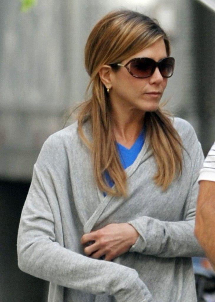 bdc4079e5deeb Jennifer Anniston in Tom Ford sunglasses.