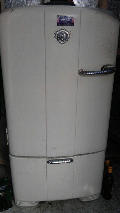 Pin By Zachary Holcomb On Classic Style Kelvinator Refrigerator Vintage Kitchen Refrigerator