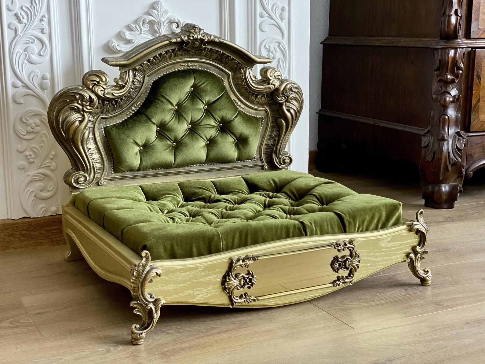 Gold Baroque Oak Pet bed, Dog bed, Pet Furniture, Luxury
