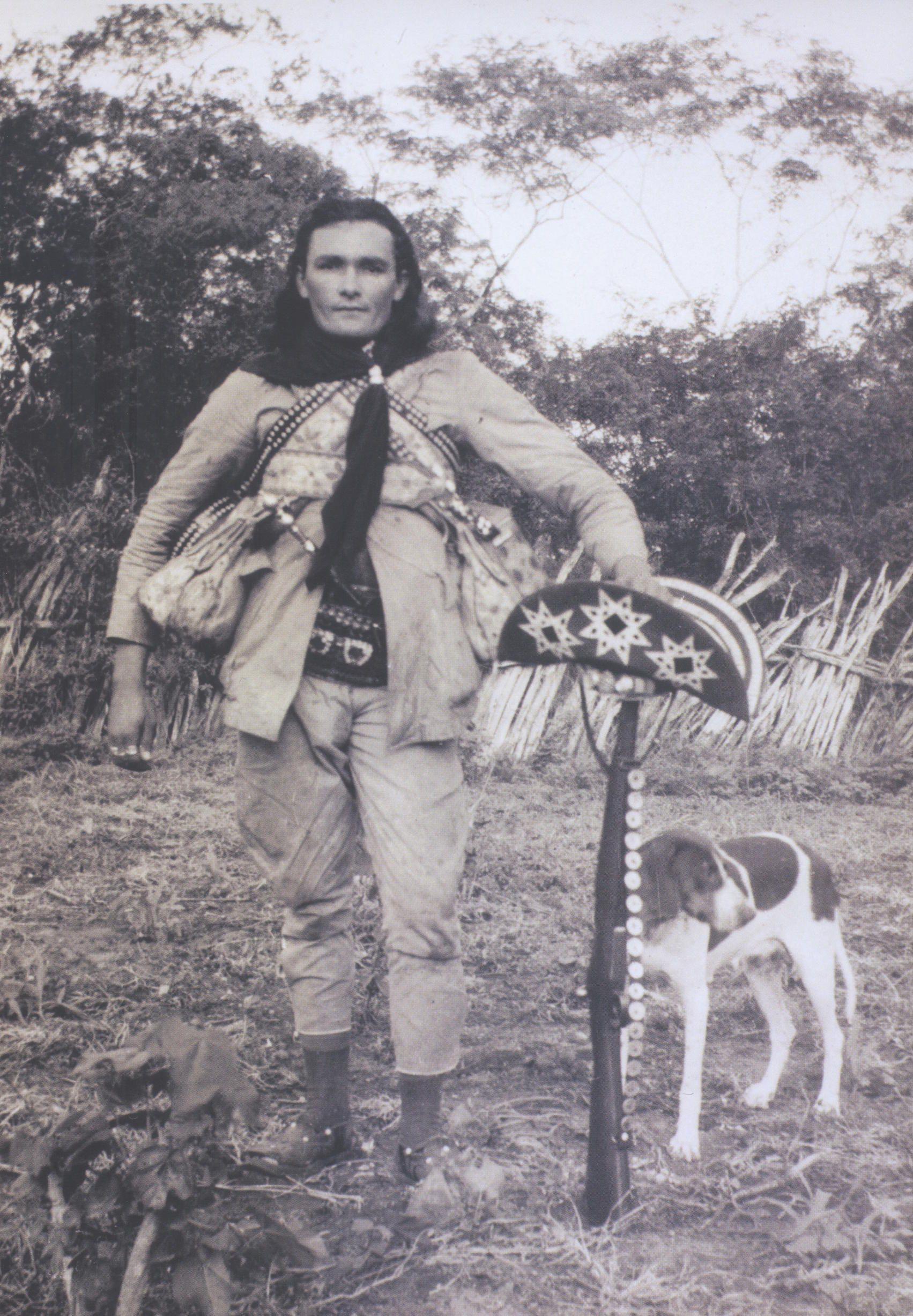 """Corisco e o """"chapéu de dois contos de réis"""", 1936. Foto B. Abrahão, Aba-Film."""