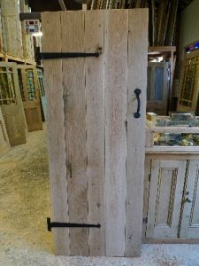 Cottage Style Rustic Oak Plank Door With T Hinges And Suffolk Latch.