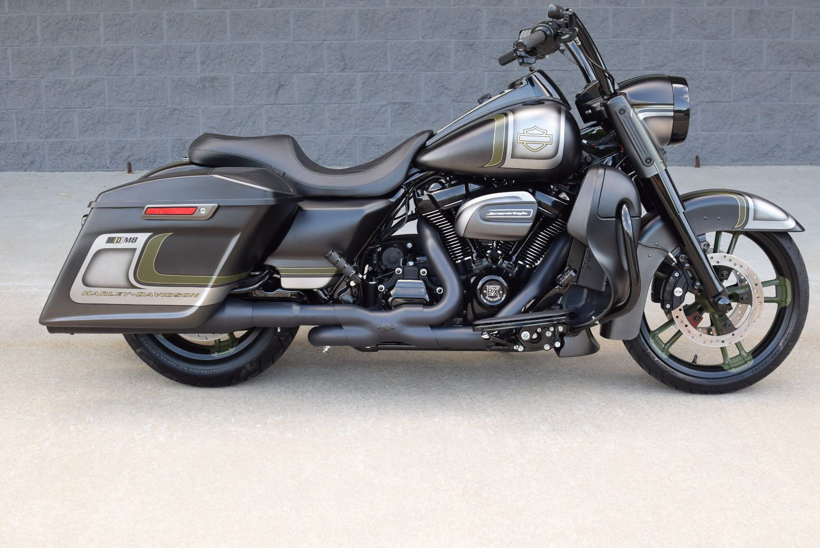 Harley 2017 Davidson Touring Road King Custom Stunning 20k In Xtra S Cvo 1 Of A Kind Wow Please Retweet