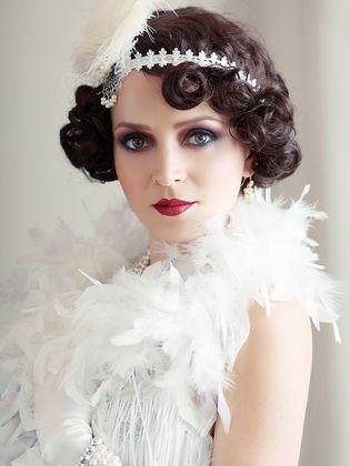 Vintage Damen Frisuren Im Stil Der 20er Jahre Kurz Haar Frisuren Vintage Hochzeit Frisuren 20er Jahre Haar Gatsby Frisuren