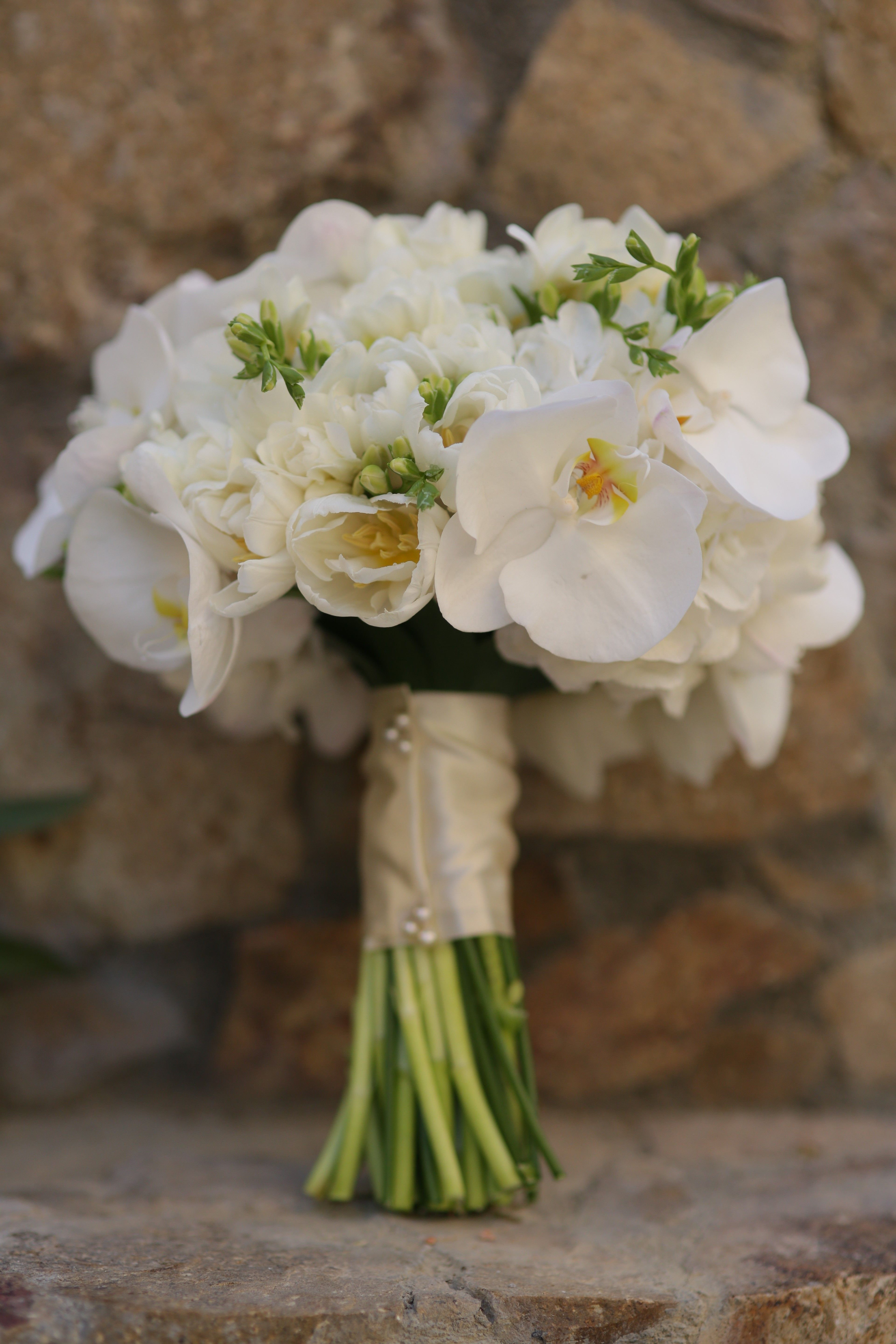 White Orchids Tulips And Freesia For A Beach Wedding In Cabo By Www