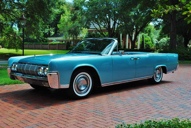 1964 lincoln continental convertible not the kennedy presidential model yet serves as a model. Black Bedroom Furniture Sets. Home Design Ideas