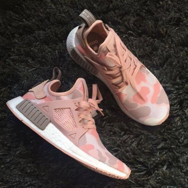 adidas pink sneakers nmd