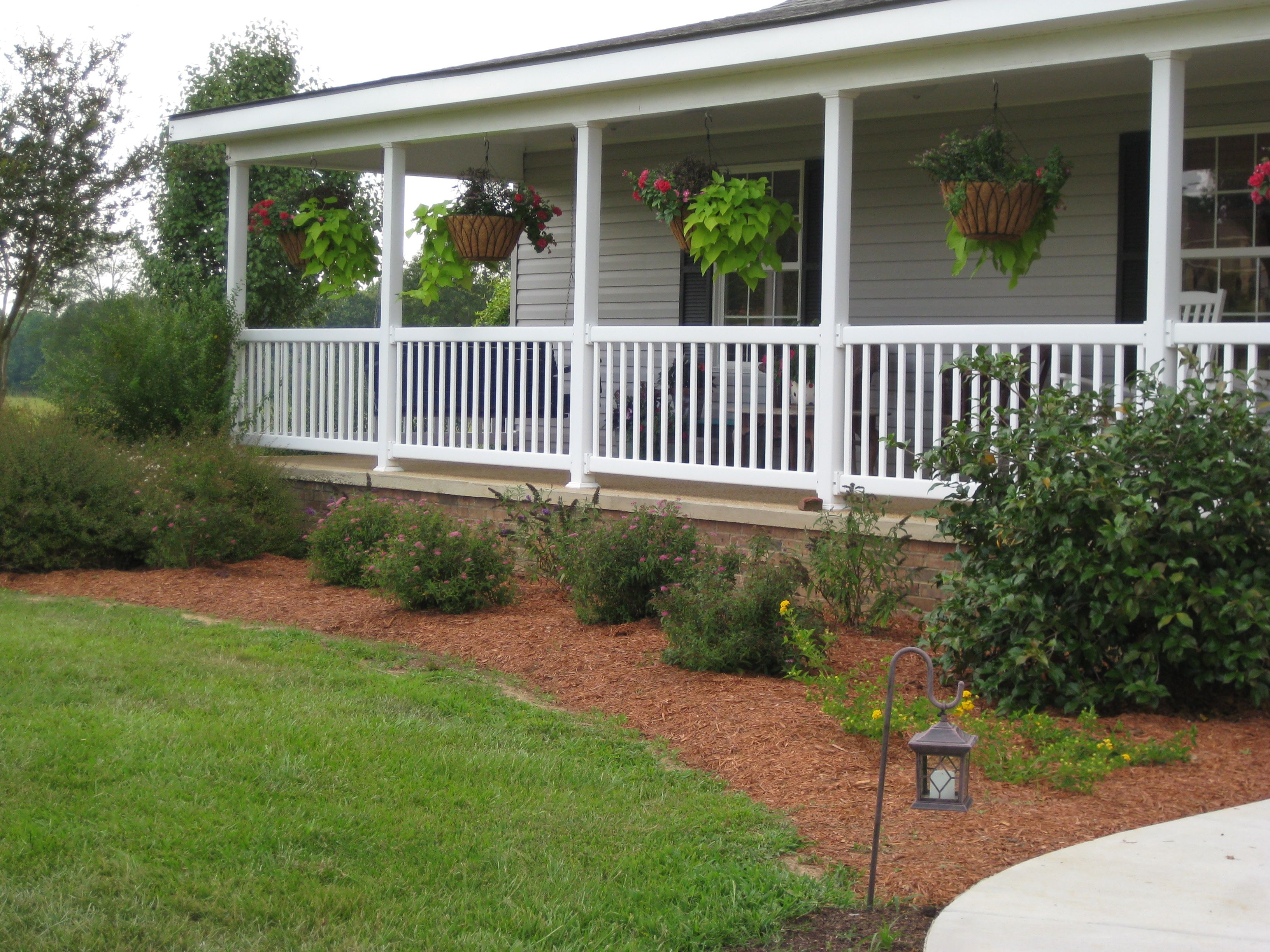 Country front porch ideas is there anything better than for Front porch landscaping plants